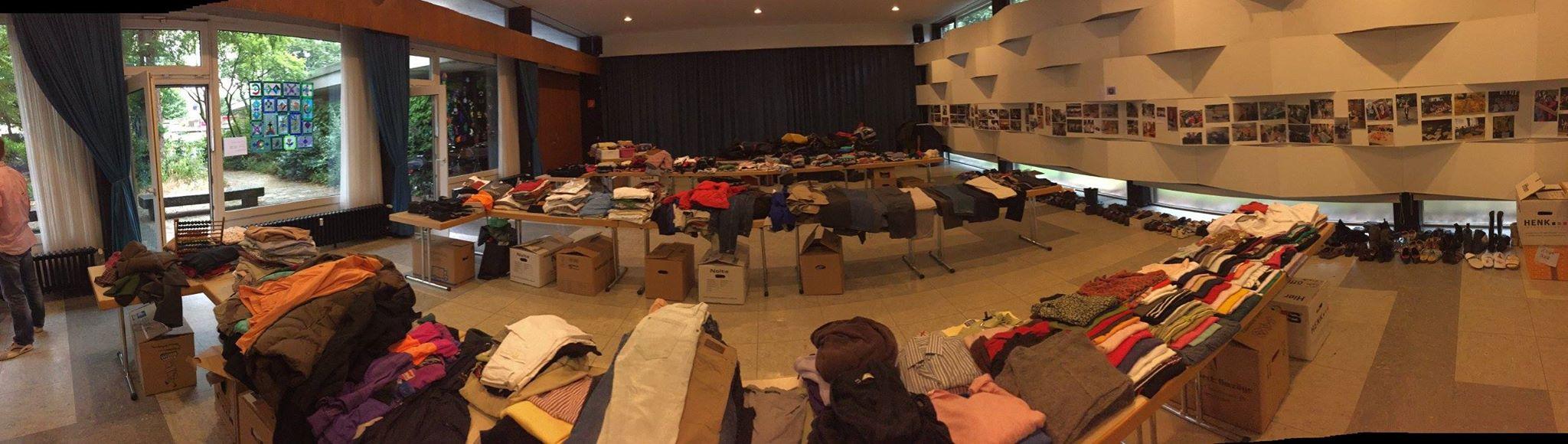 Erste Flüchtlinge in Büderich erhalten Kleiderspenden