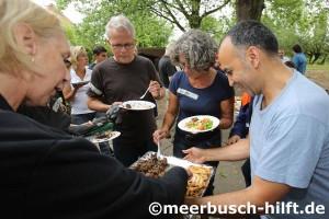 Ein Kochteam aus Reihen der Flüchtlinge servierte Spezialitäten aus Syrien, Eritrea und Marokko