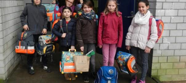 Grundschüler spenden für Flüchtlinge 01