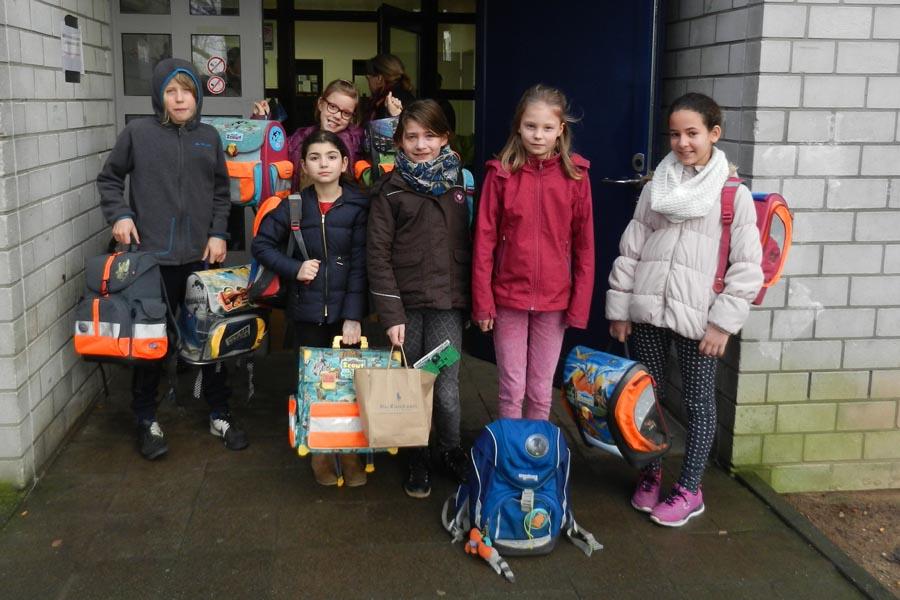 Grundschüler spenden für Flüchtlingskinder