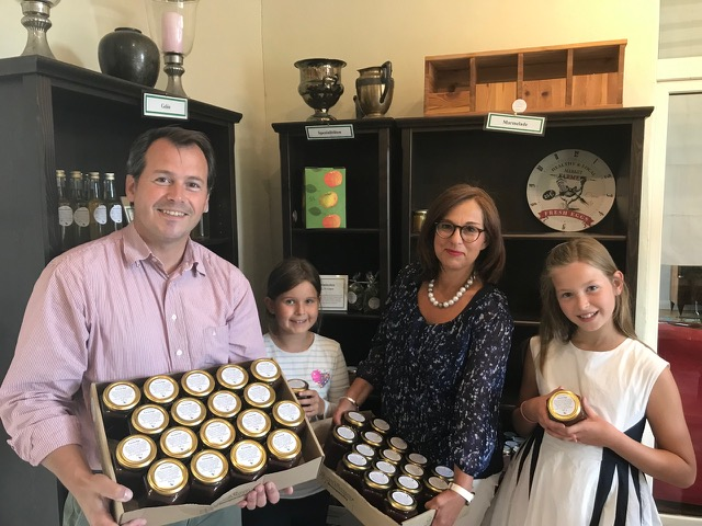 Hofladen Brockhof kocht Marmelade für Meerbuscher Tafel